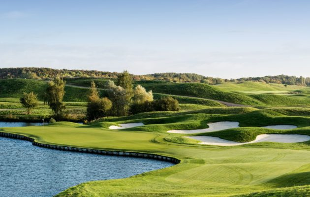Le Golf National - At 35 km