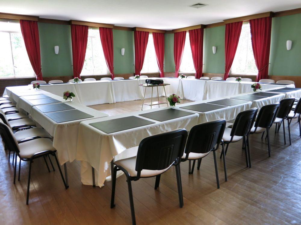 Au sein du club house du Golf d'Ormesson, 2 salles de séminaire sont à votre disposition pour organiser vos évènements d'entreprise