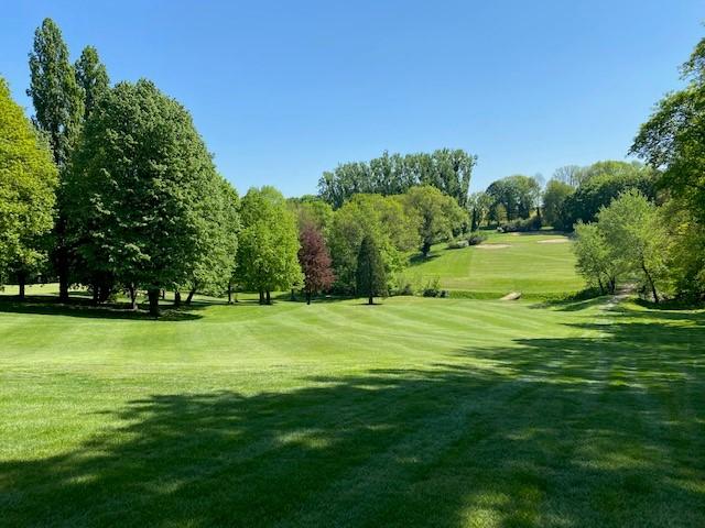 Bienvenue au Golf d'Ormesson, un club de golf paisible au parcours 18-trous au cœur de la région parisienne, à l'Association Sportive jeune et dynamique