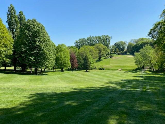 Bienvenue au Golf d'Ormesson, un club de golf de qualité au parcours 18-trous tout près de Paris, doté d'une communauté fidèle de membres